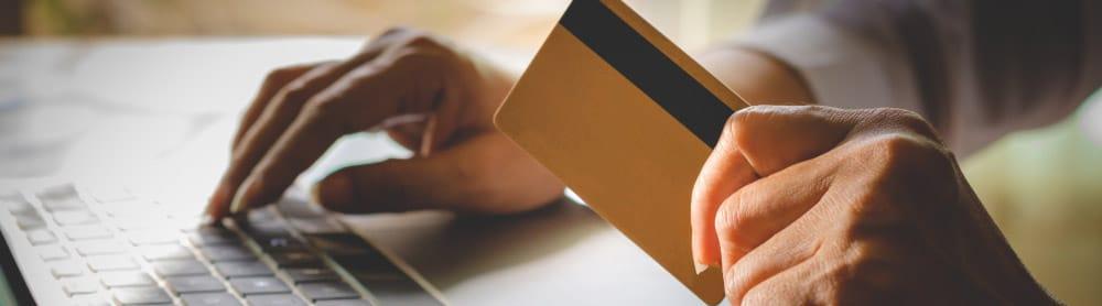 utilisation d'une carte bancaire avec compte pro en ligne